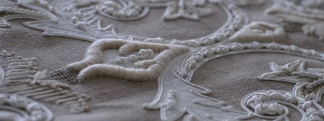 フランス針刺繍のクッションカバー